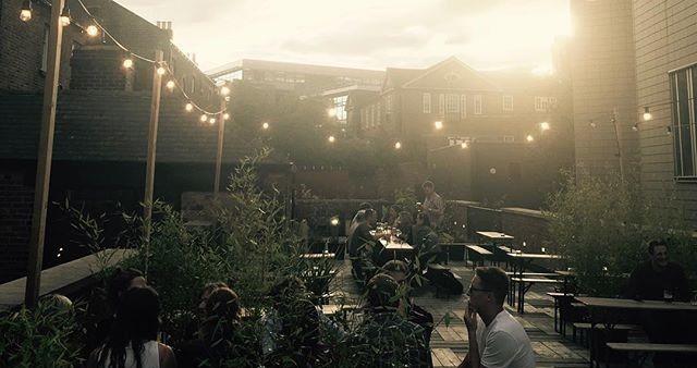Nice_neighbourhood_terrace_lighting_wide_crop